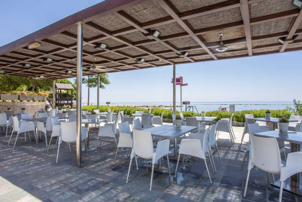Crowne-Plaza-Limassol-Hotel-Med-Resto-Bar